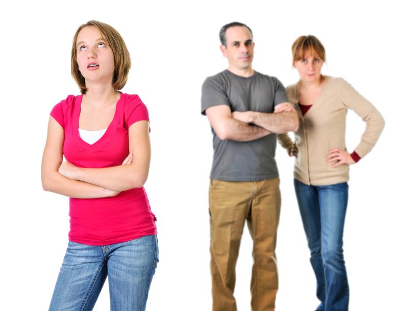 родители и дочь-подросток